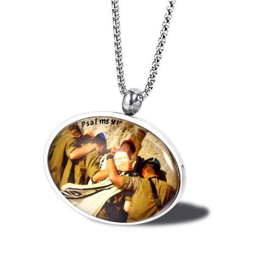 Soldiers at the wall paint jewelry wholesale personalized art painting oval pendant necklace supplier china