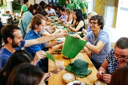 Chengdu Flipflop Hostel - Making Zongzi in Dragon Boat festival