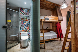 Chengdu Lazybones Hostel - Dorm rooms with bed curtain and bathroom and shower