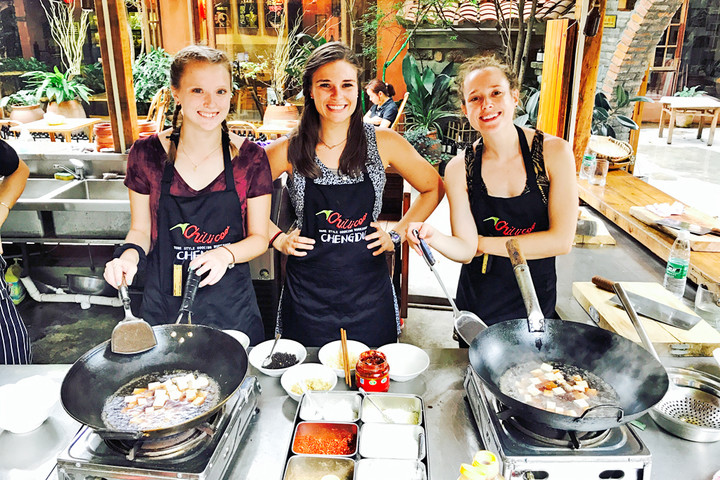 Chengdu Lazybones Hostel - Sichuan Cooking Class tour