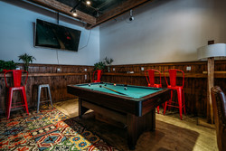 Chengdu Lazybones Hostel - Pool table in the bar and restaurant