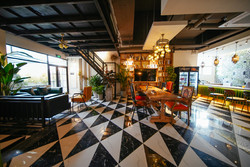 The spacious and charming lounge of Chengdu Local Tea hostel