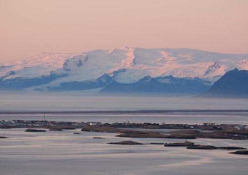 雷市+蓝湖+斯卡夫塔山  9日 | 追光者踏上冰川冰洞的徒步冒险,也能遇上温暖的糖果小镇