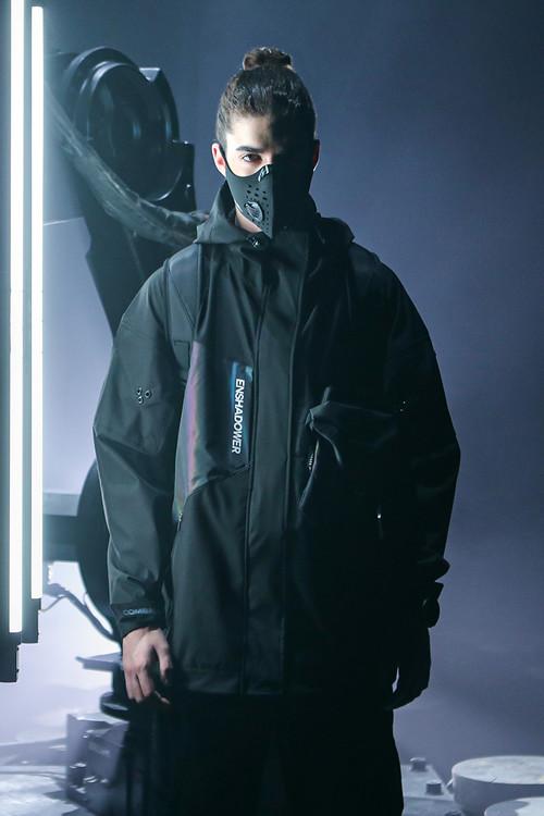 隐蔽者x COMBACKx pupiltravel三方联名反光镭射口袋冲锋衣夹克男