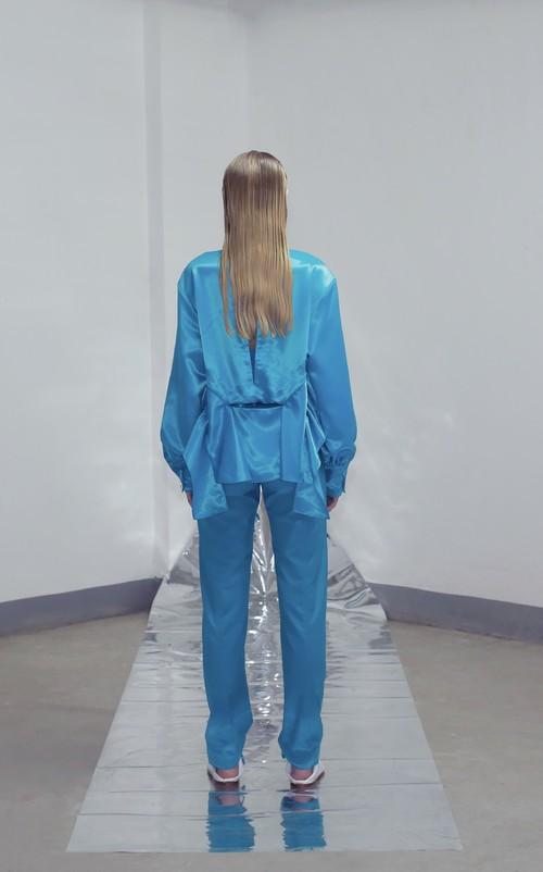 SS2020 翠蓝女士灯笼袖解构衬衫直筒裤套装