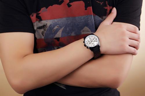 美格尔 男士石英表 2010